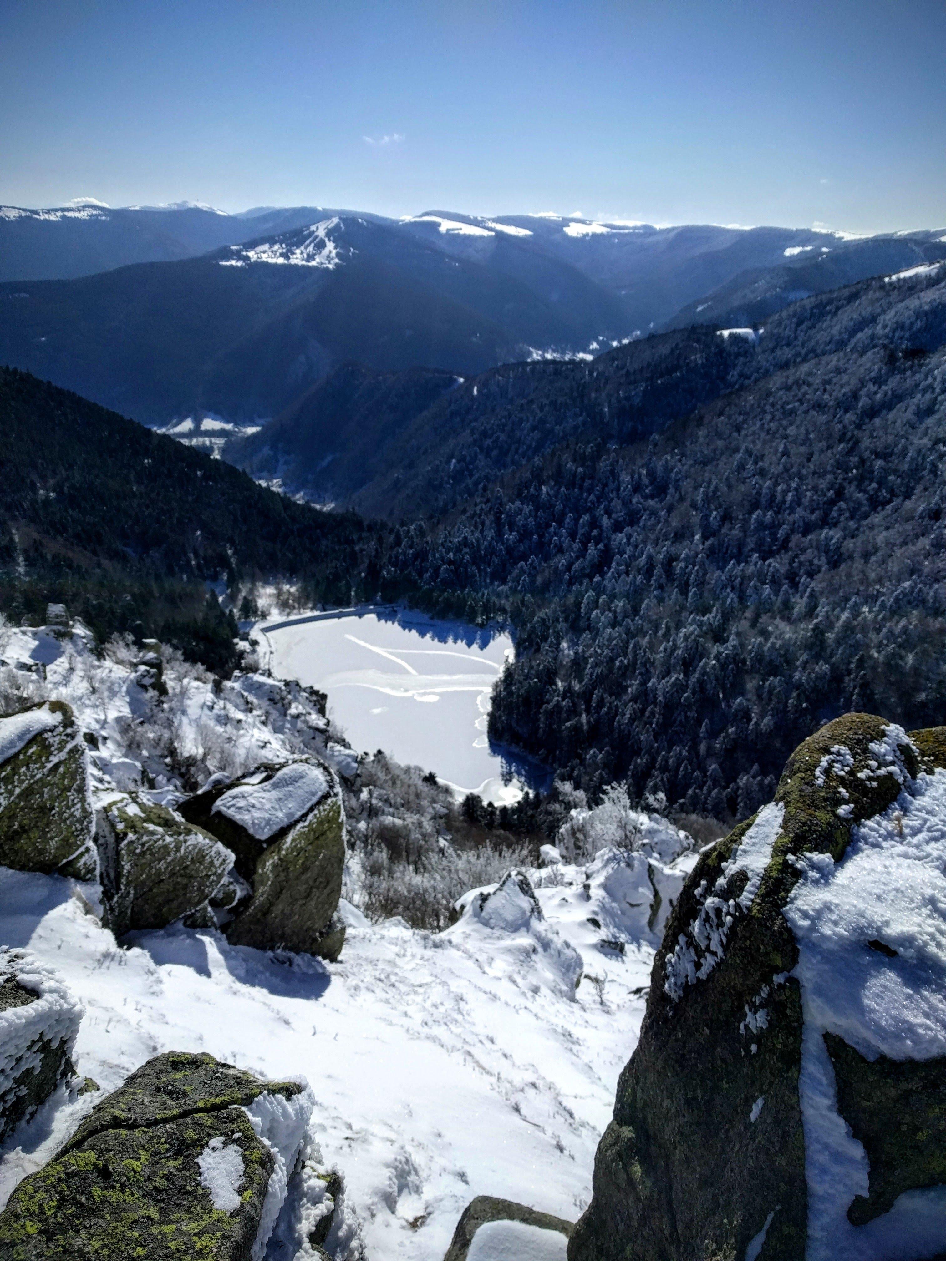 lac du schiessrothried gelé en hiver