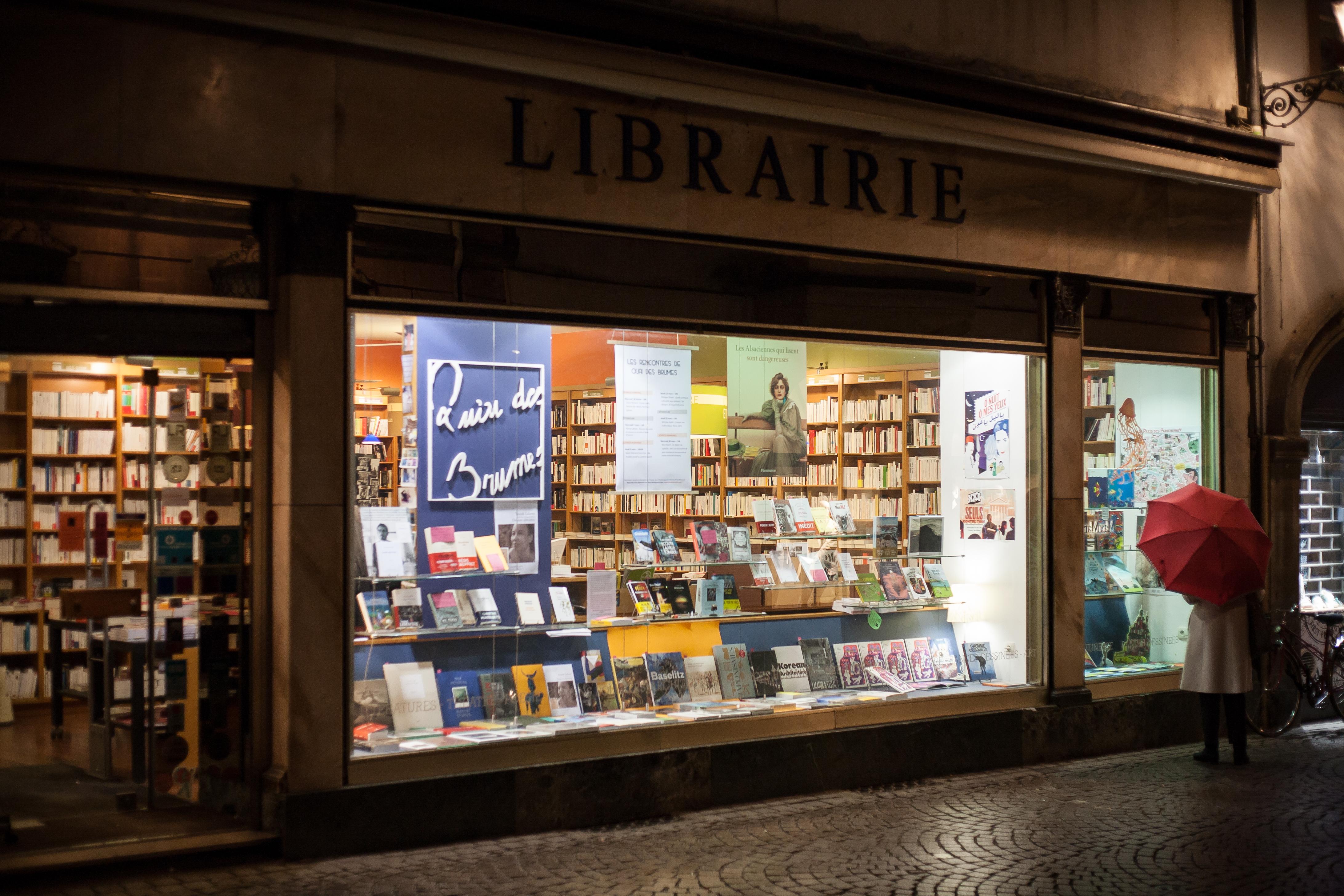 La vitrine de la librairie Quai des Brumes à Strasbourg