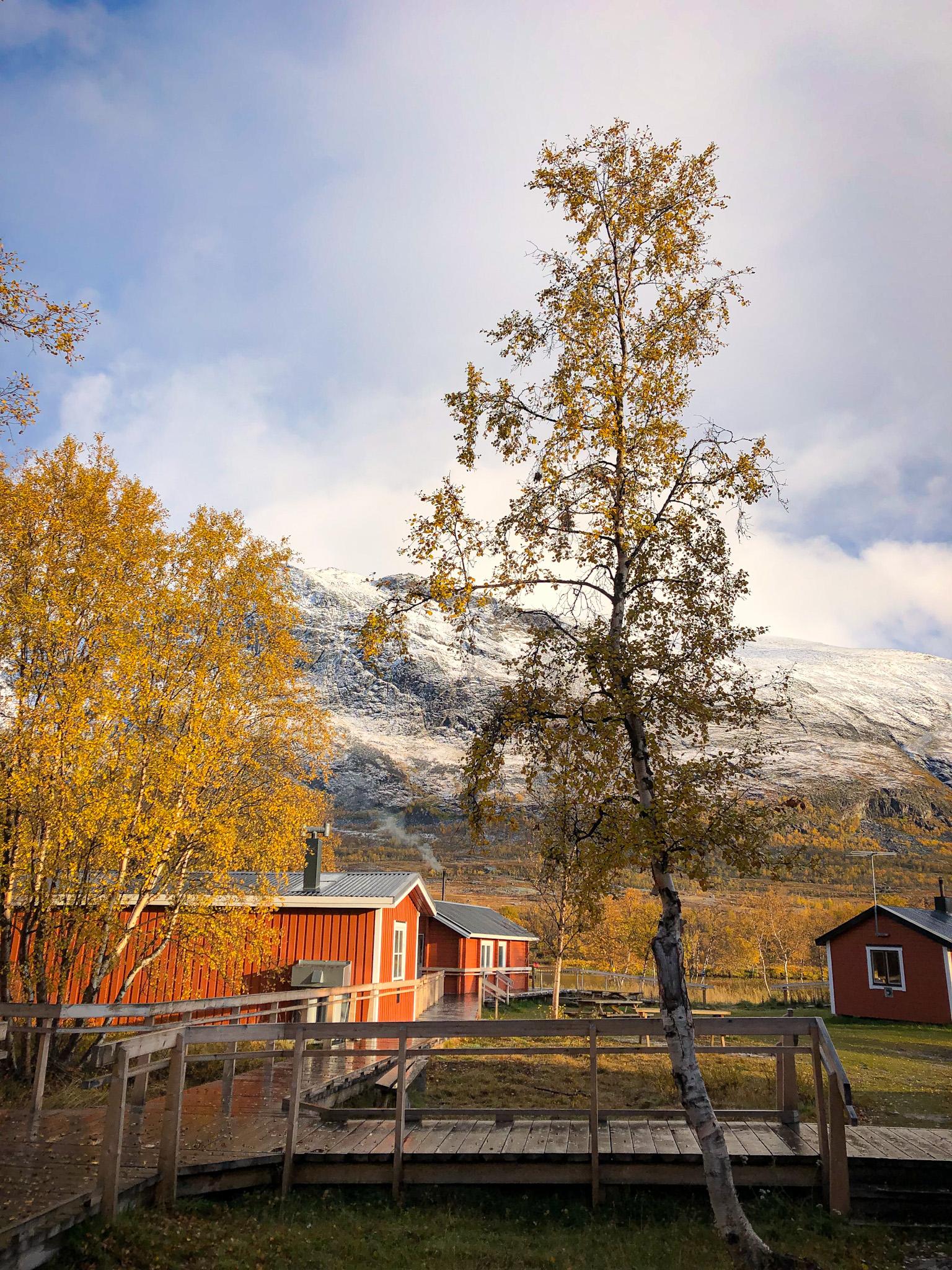 Les maisons du refuge d'Abiskojaure sur l'itinéraire du Kungsleden au nord de la Suède en Laponie