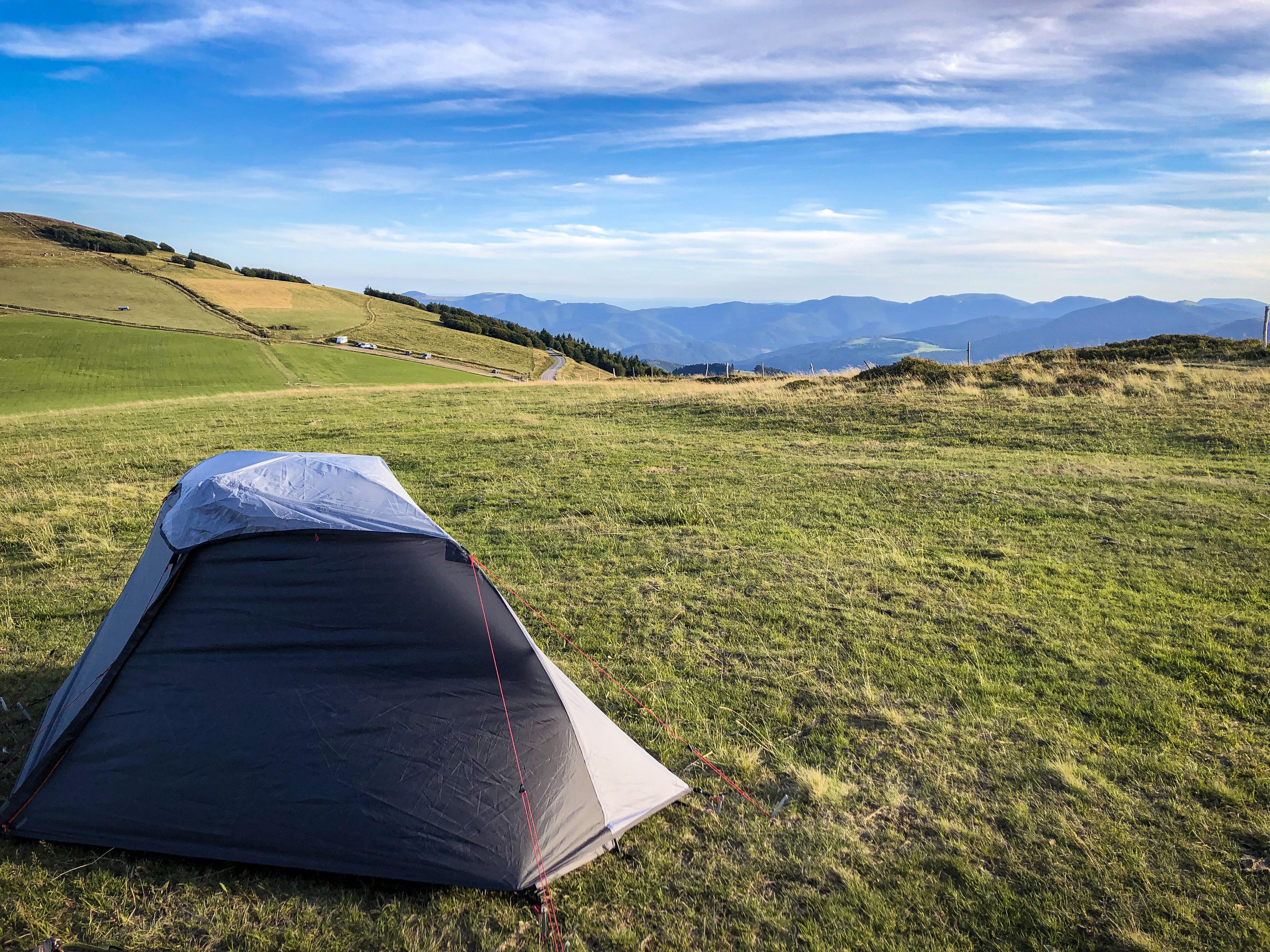 Tente plantée sur les Crêtes dans les Vosges