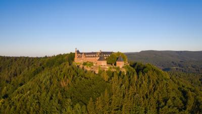 Le Mont Sainte-Odile au lever du soleil dans les Vosges