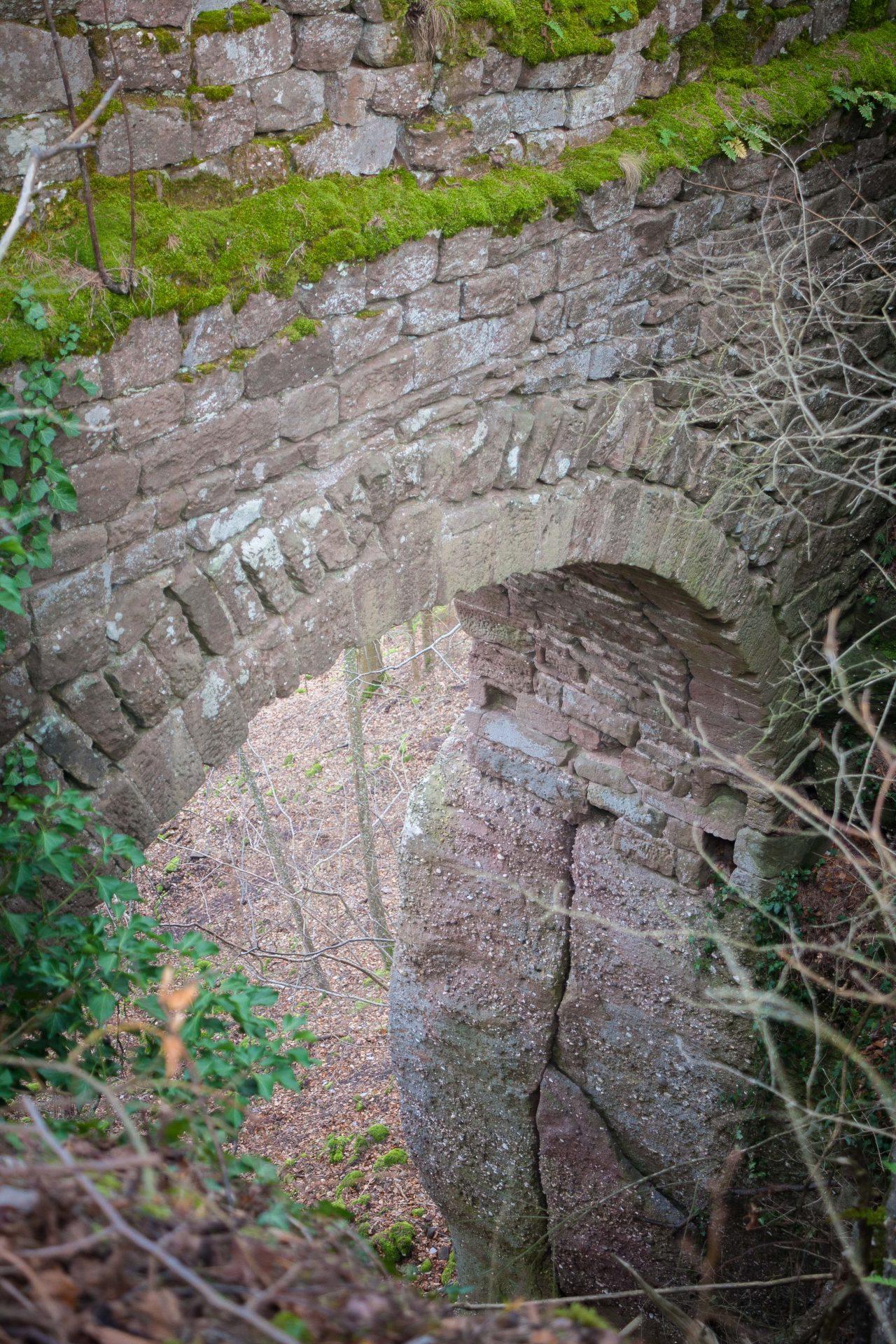 La porte du château du Hagleschloss dans les Vosges