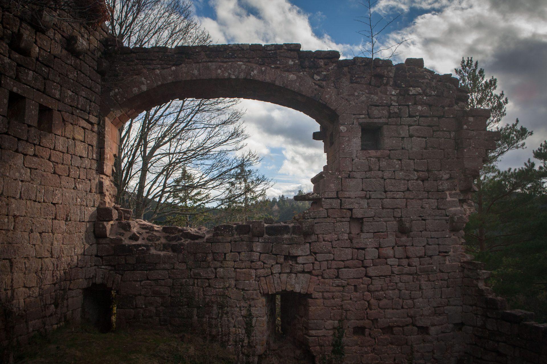 Baie du château du Dreistein à côté du Mont Sainte-Odile en Alsace
