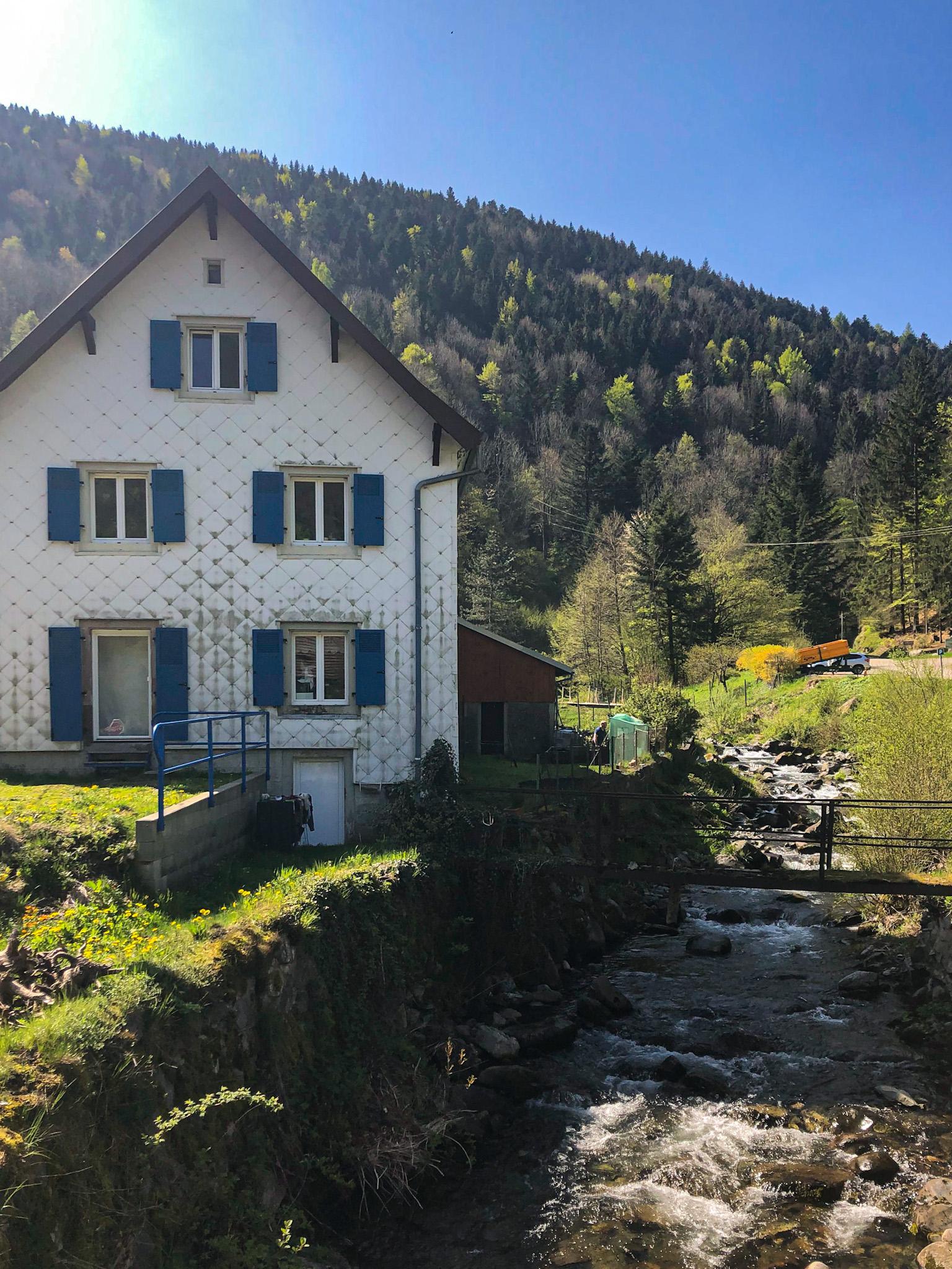 Une maison dans le village de Mittlach en Alsace