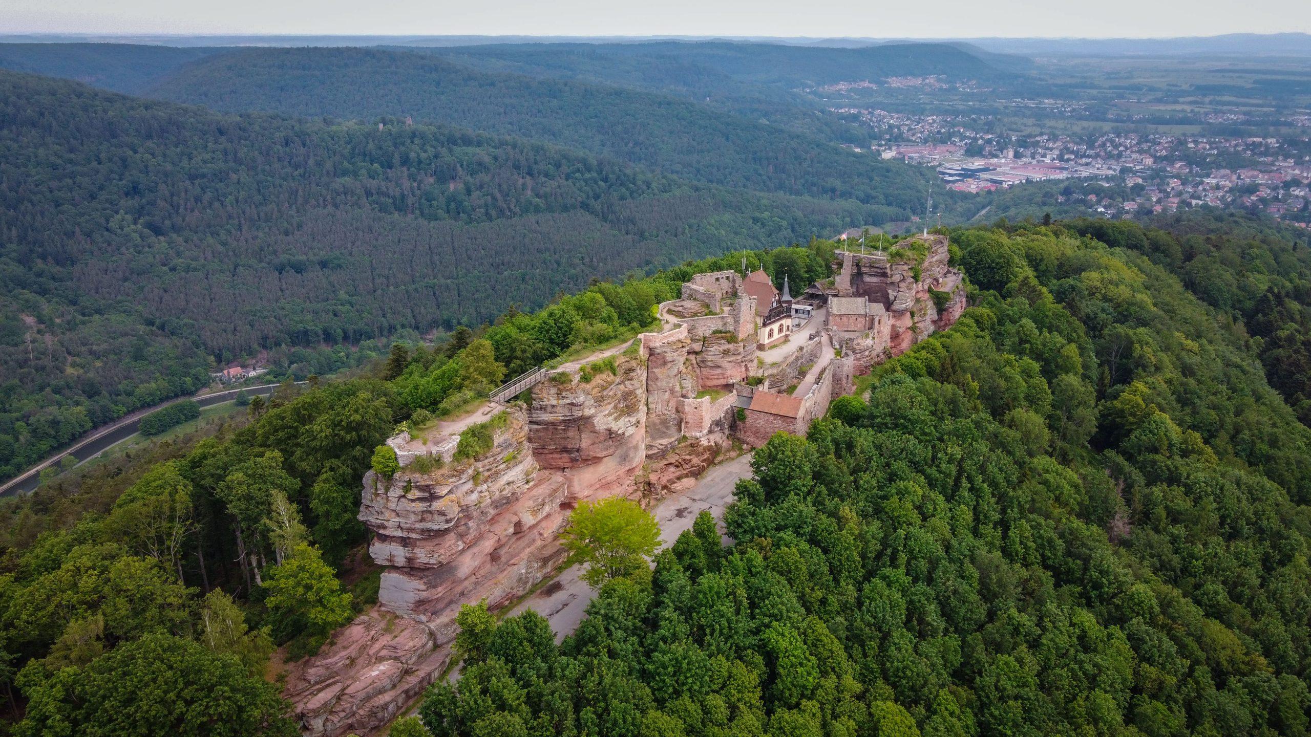 Le château du Haut-Barr en Alsace, au-dessus de Saverne dans le massif des Vosges