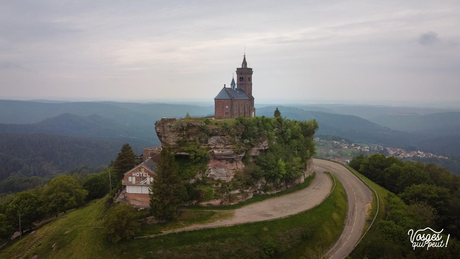 Le rocher de Dabo et la chapelle St-Léon dans le massif des Vosges