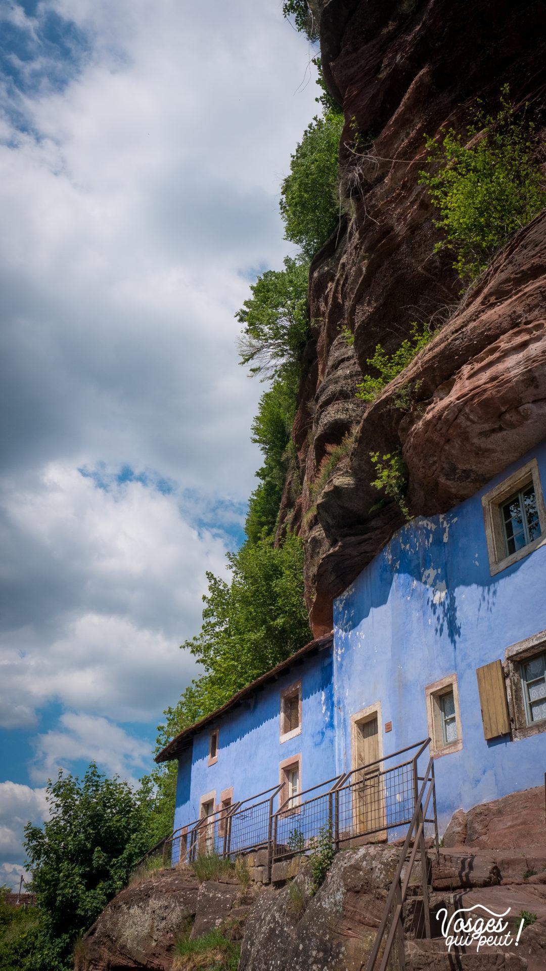 """Une maison troglodyte dite """"des rochers"""" dans le village de Graufthal en Alsace"""