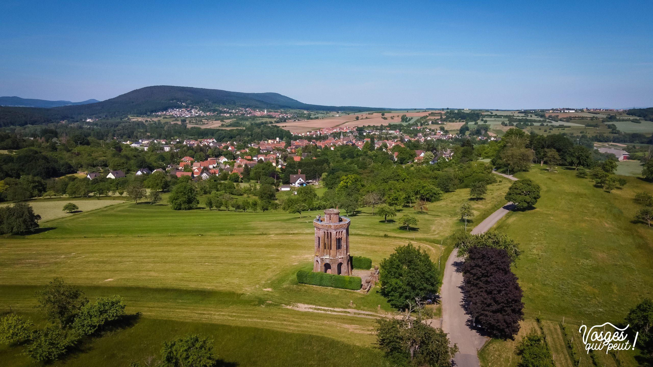 Vue aérienne sur le monument belvédère et sur le champ de bataille de Wœrth en Alsace