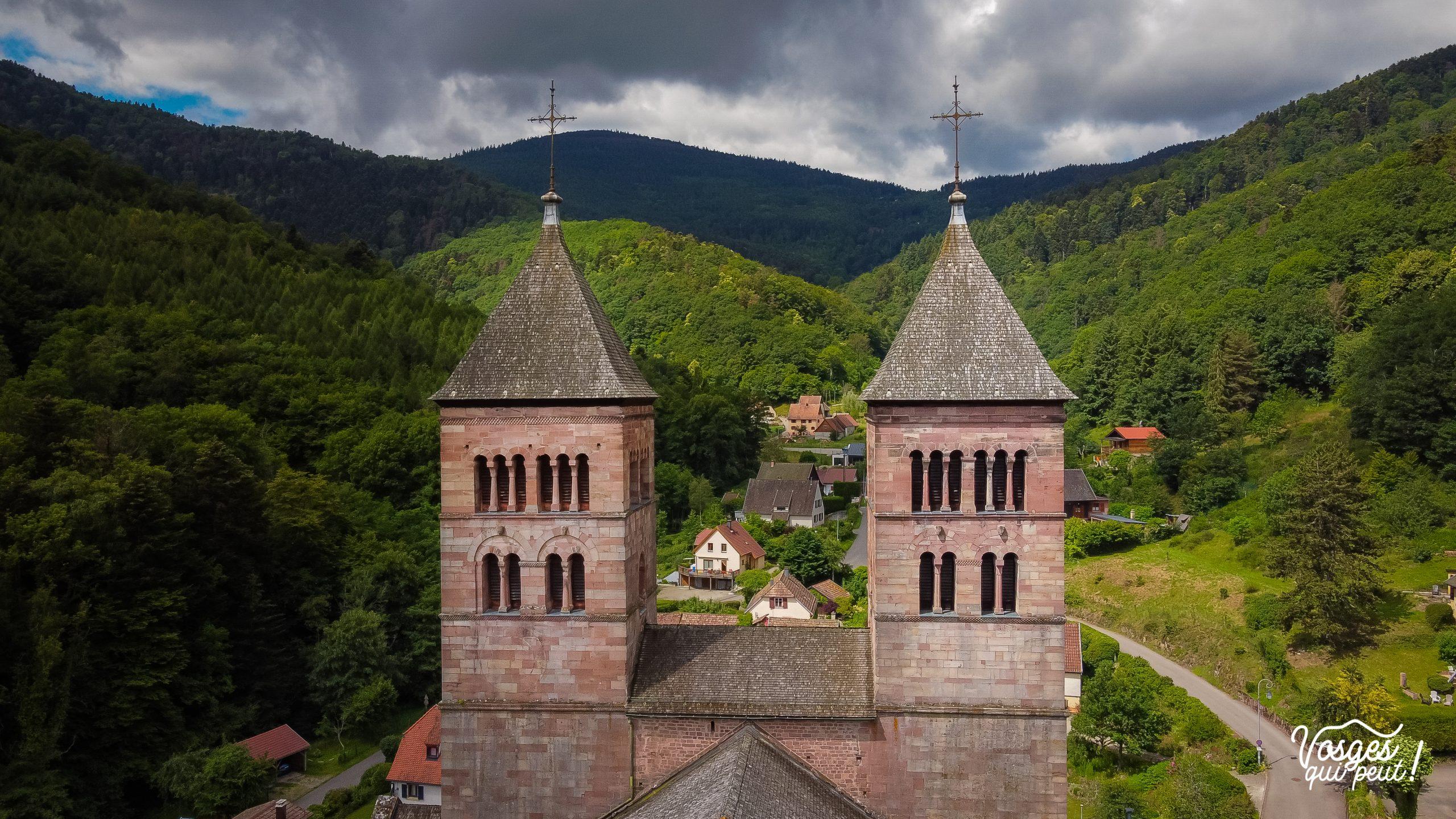 Clochers de l'église abbatiale St-Léger à Murbach à côté de Guebwiller en Alsace