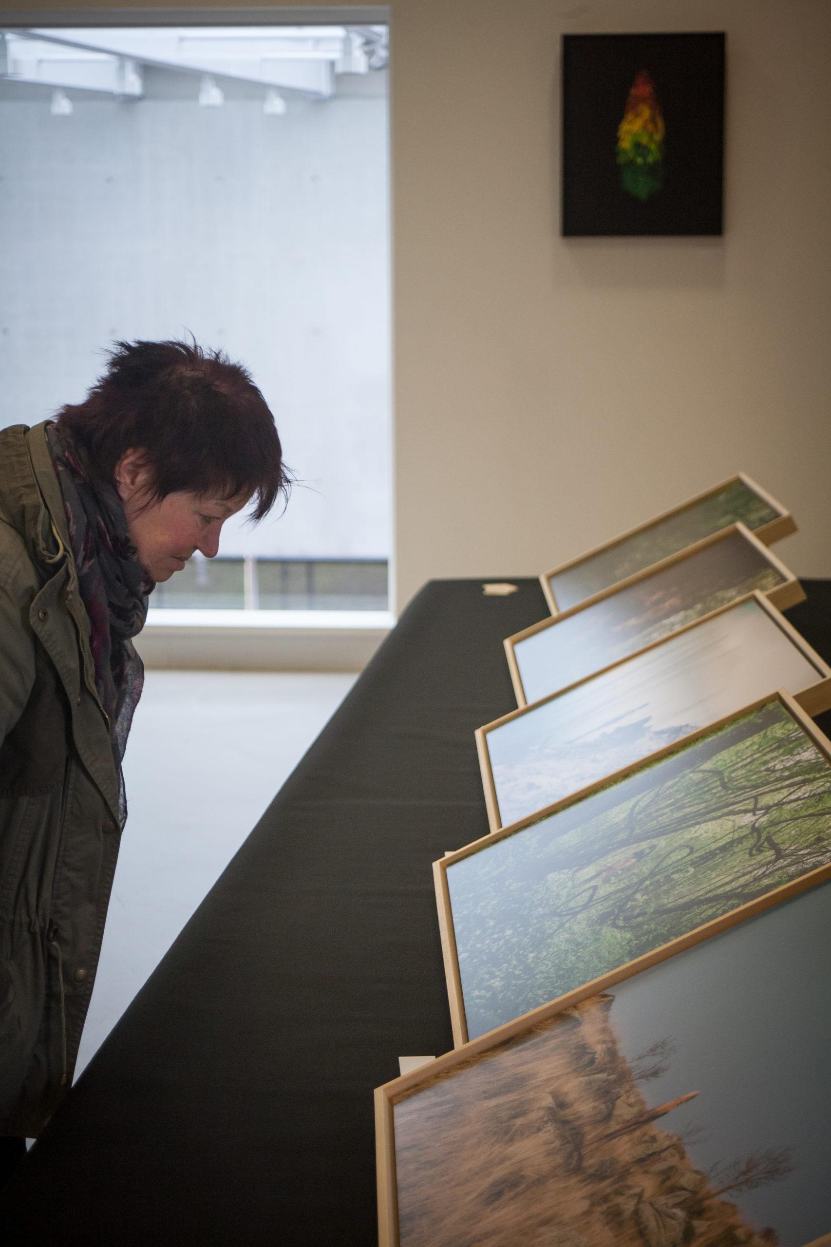 Visite de l'exposition du projet photo « Être(s) » réalisé par Hugo Mairelle et Vincent Muller, artiste plasticien et photographe alsaciens