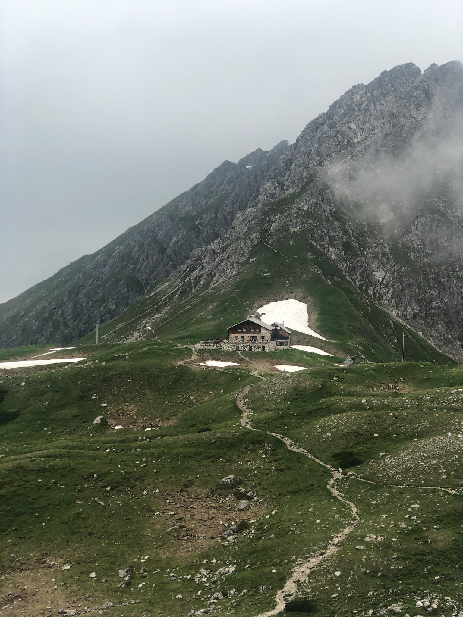Le refuge du Fiederepass dans les Alpes d'Allgäu