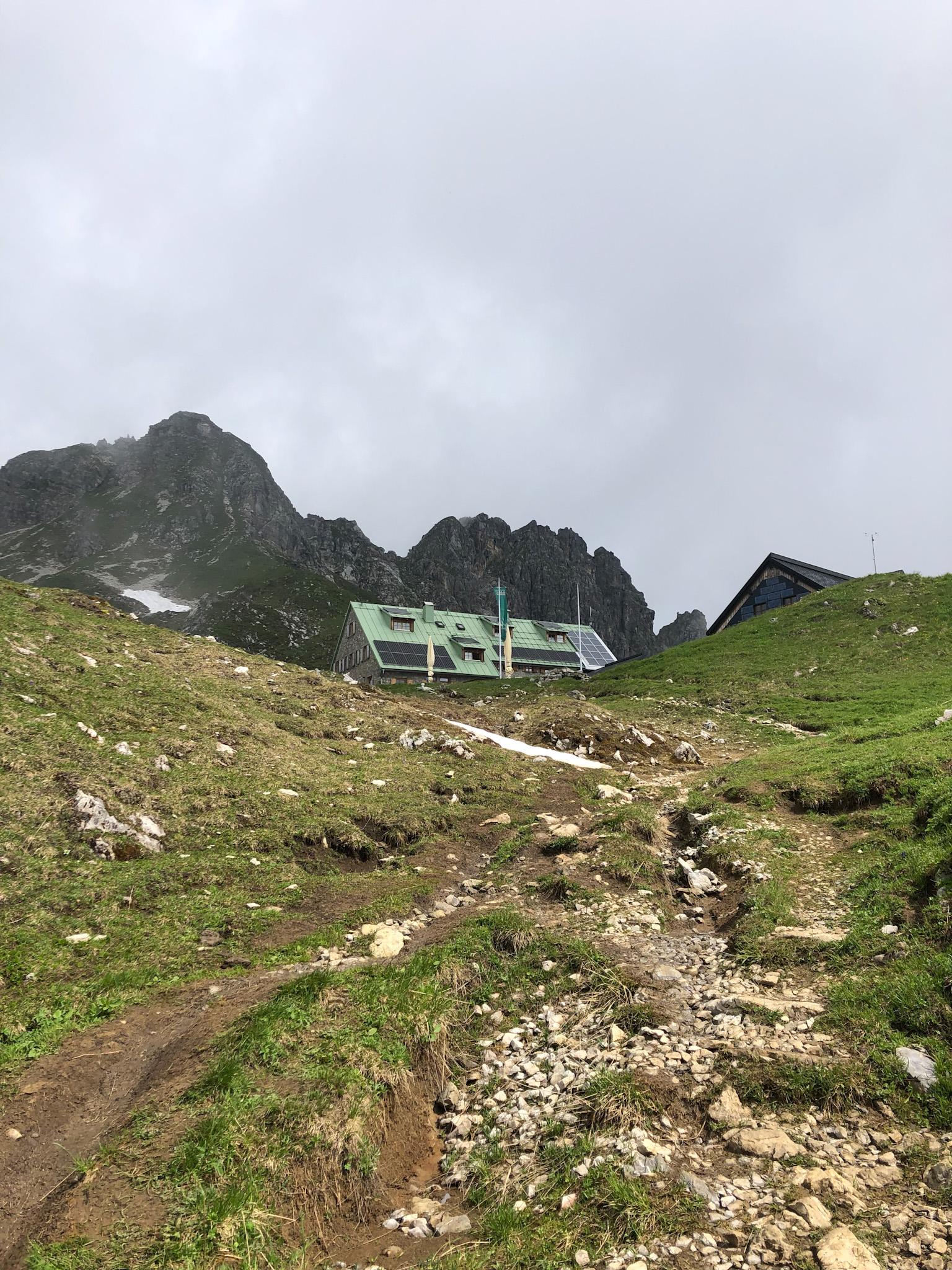 Le refuge de Mindelheimer dans les Alpes d'Allgäu