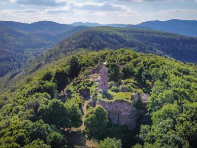 Le château du Guirbaden en Alsace vu du ciel