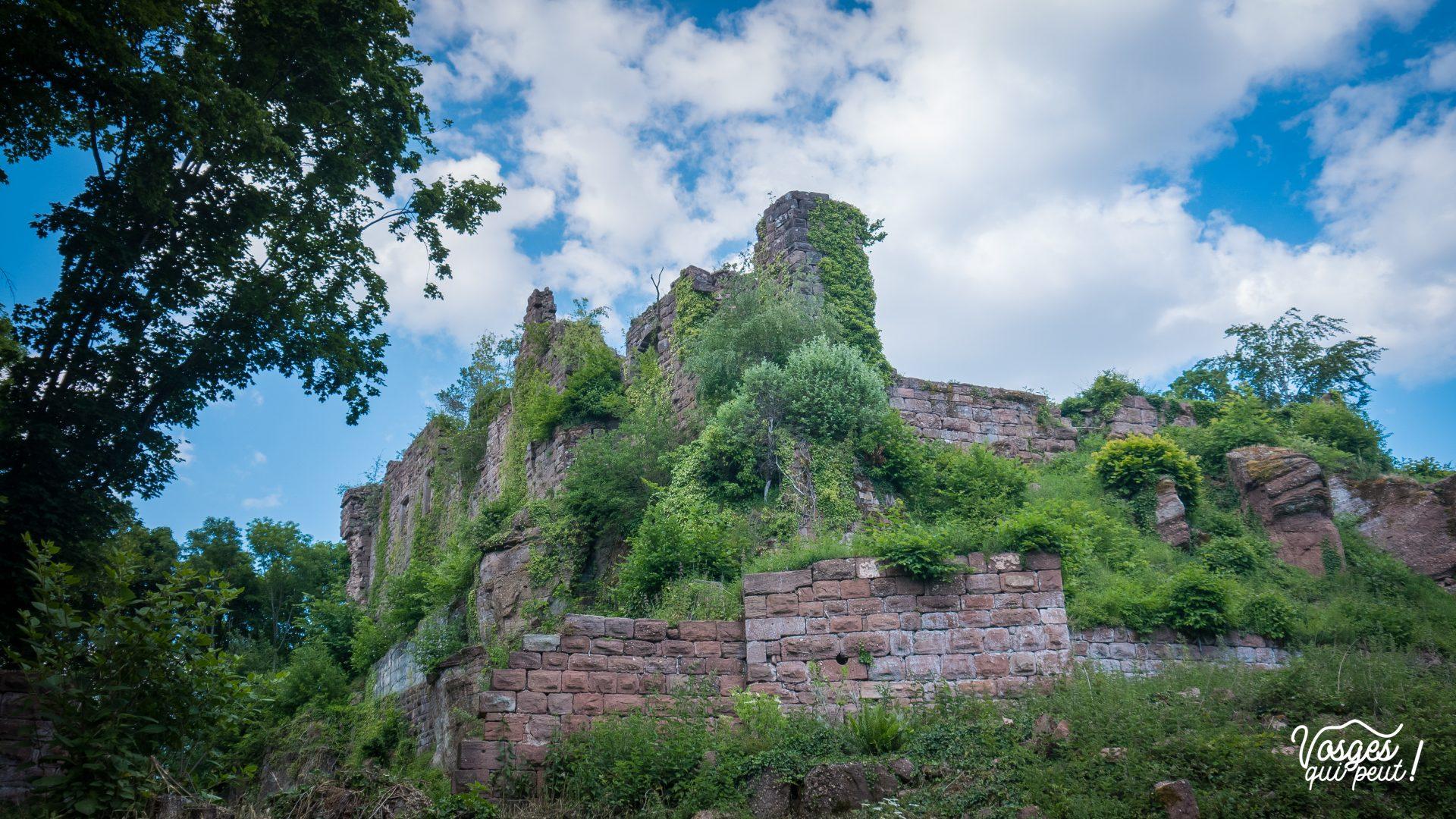 Les ruines du château du Guirbaden en Alsace