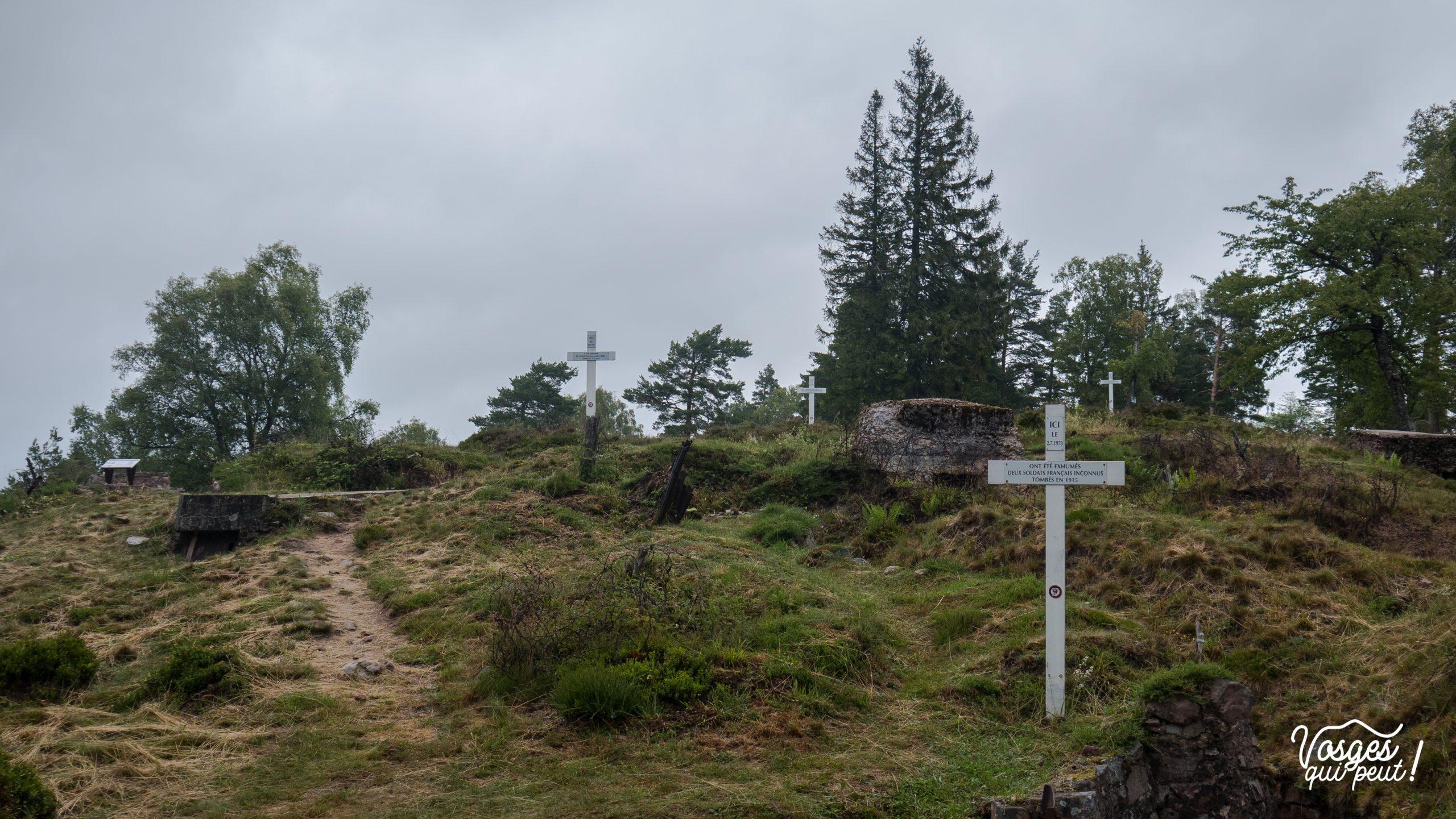 Vue du champ de bataille du Linge avec plusieurs croix de soldats