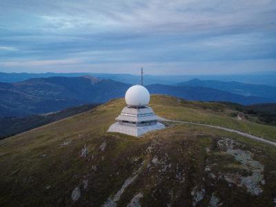 Radar de l'aviation civile au sommet du Grand Ballon dans les Vosges