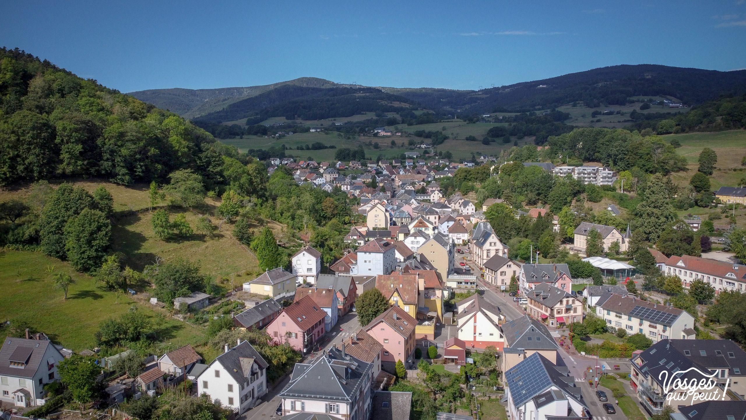 Vue aérienne du village d'Orbey dans les Vosges