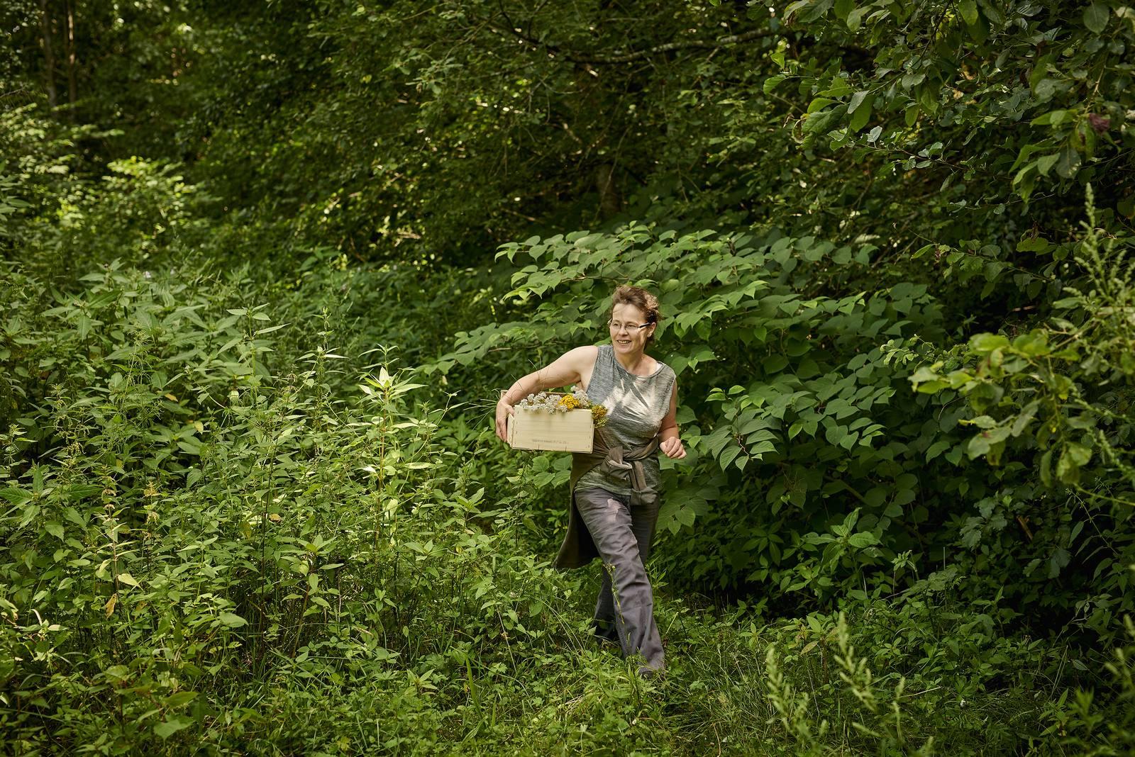 Colette Baechler dans la forêt