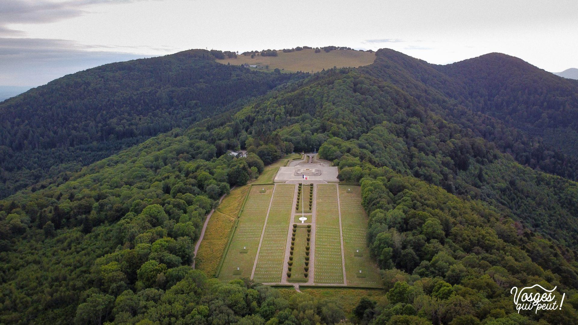 Vue aérienne de la Nécropole nationale du Hartmannswillerkopf dans les Vosges