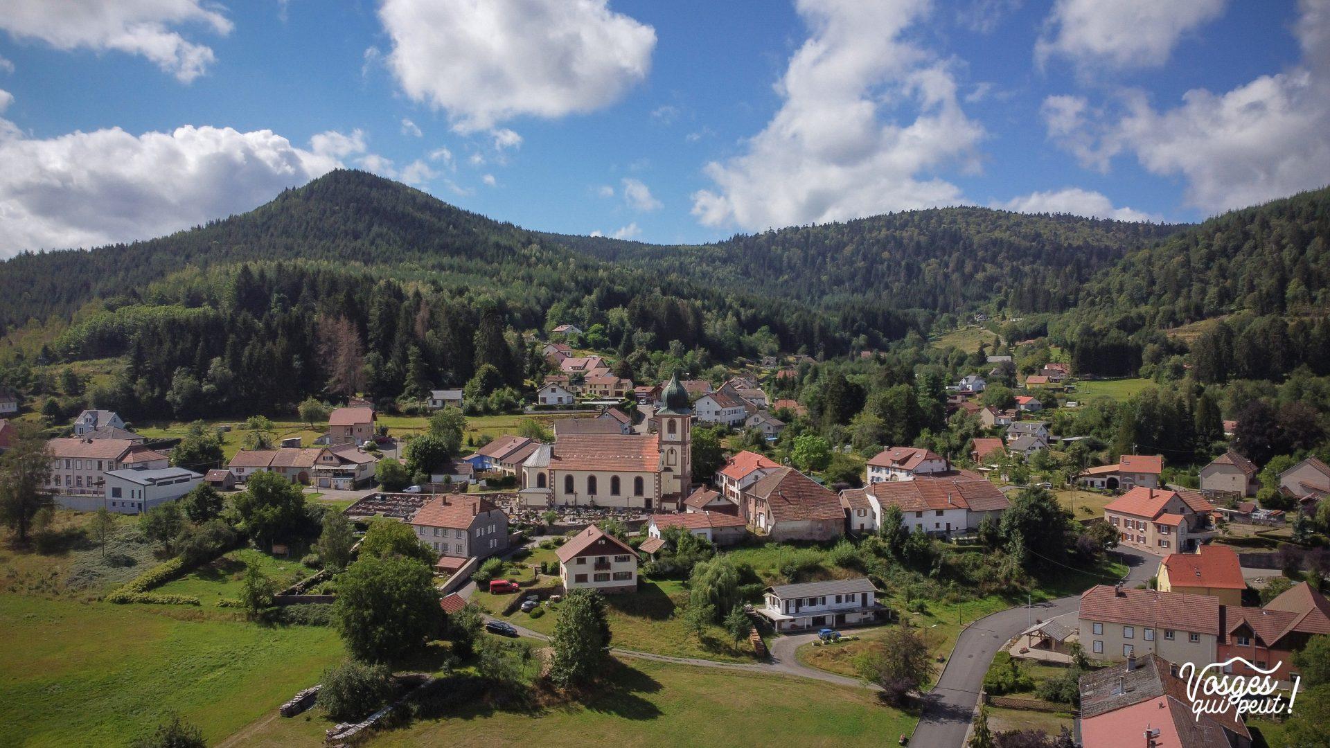Vue aérienne de Saulxures dans la vallée de la Bruche