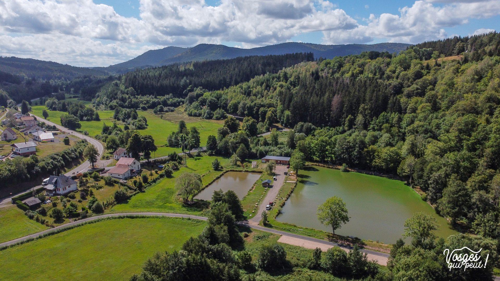 Vue aérienne de l'étang de la Breux dans la vallée de la Bruche