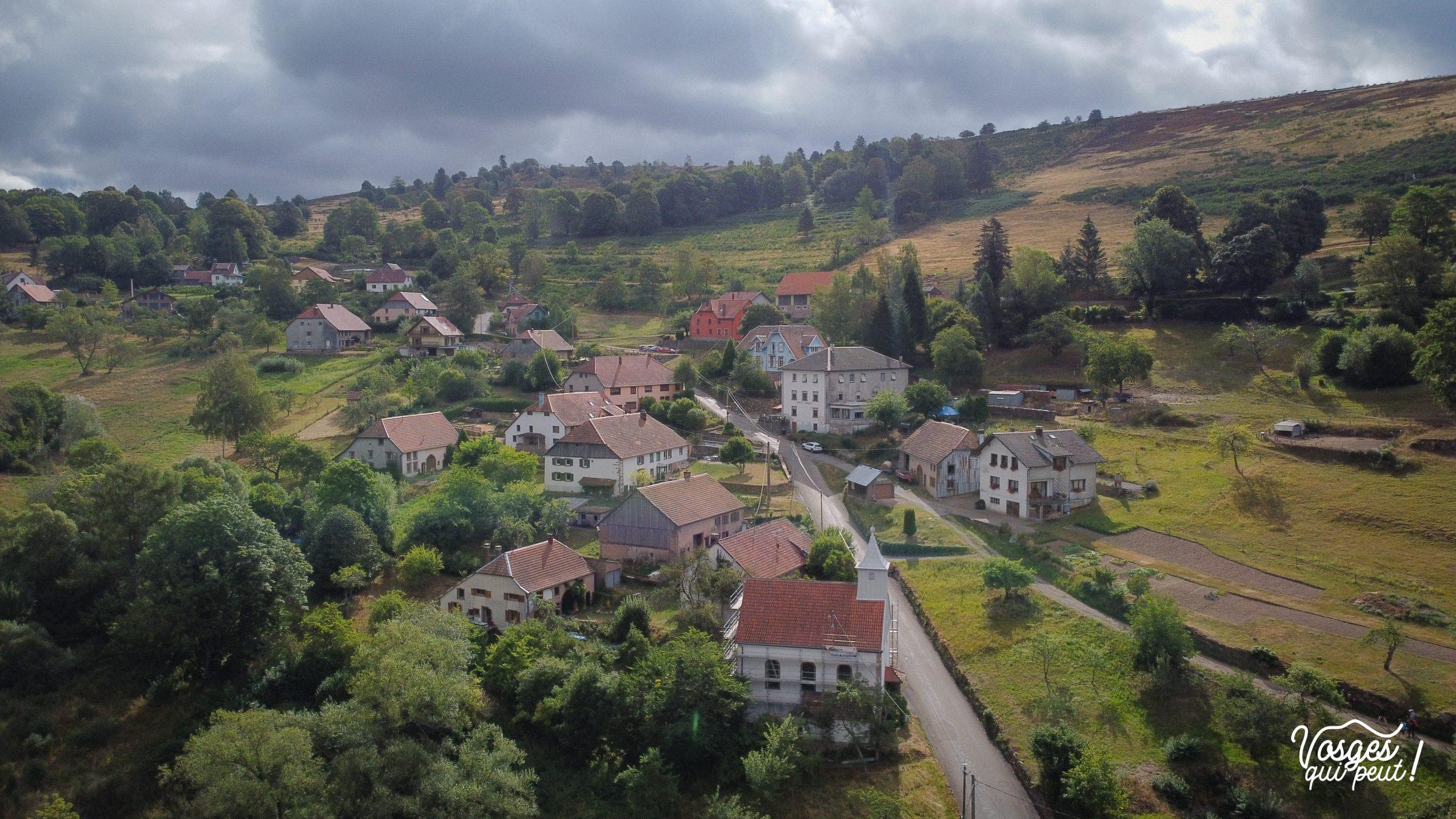 Vue aérienne sur le village de Solbach dans la vallée de la Bruche