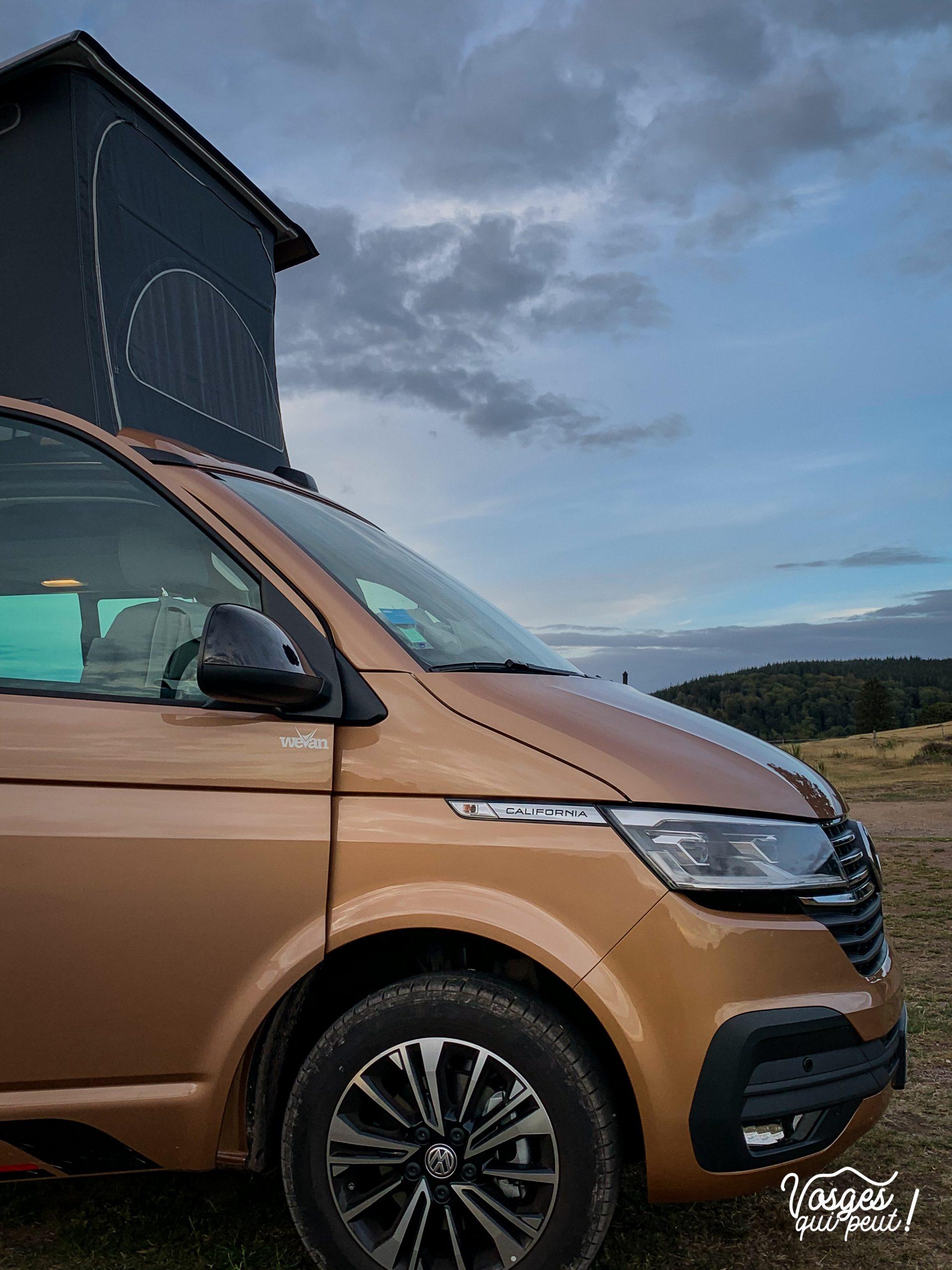 Un Volkswagen California Campervan dans les Vosges