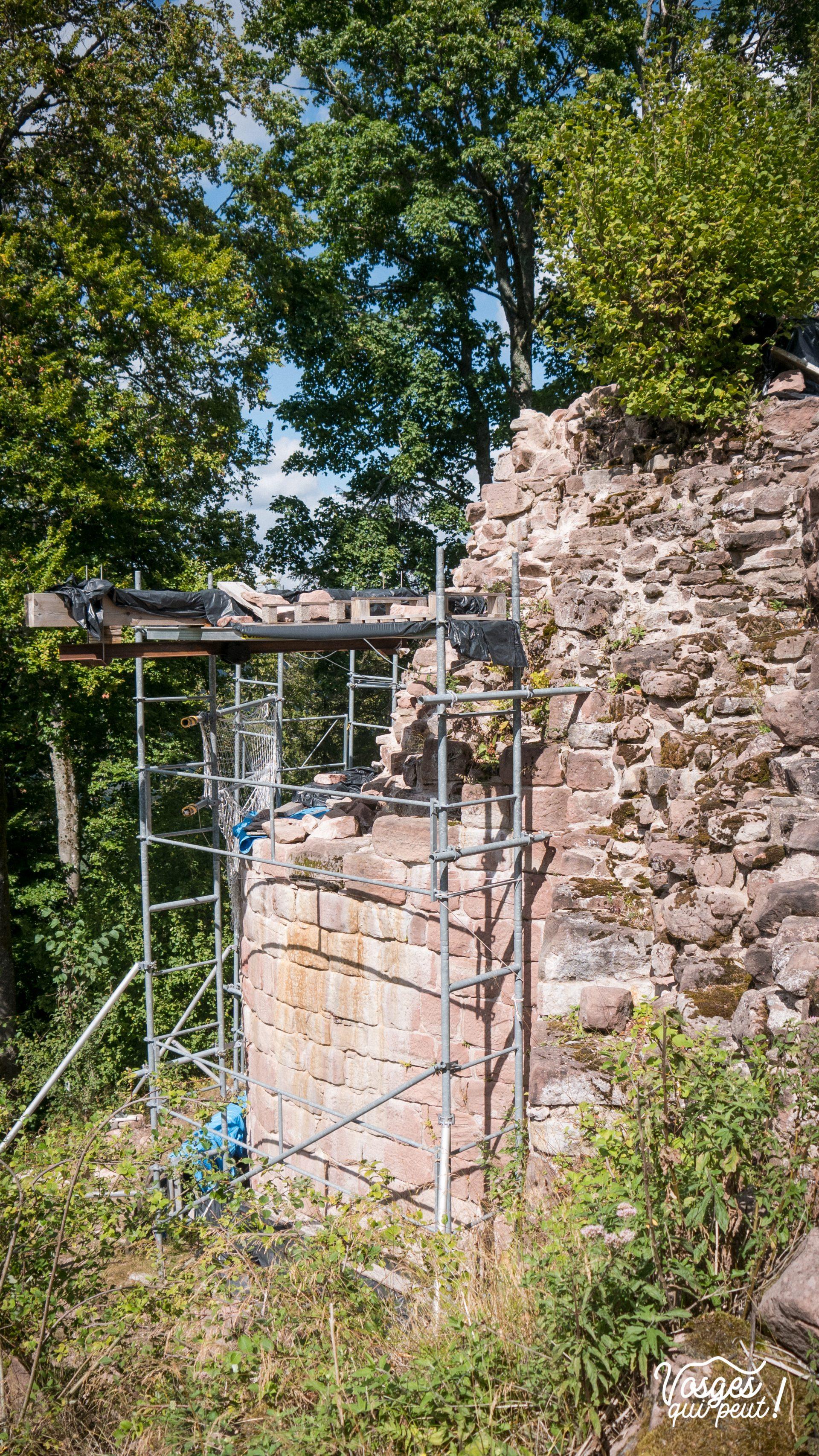 Un mur du château de Salm en cours de restauration