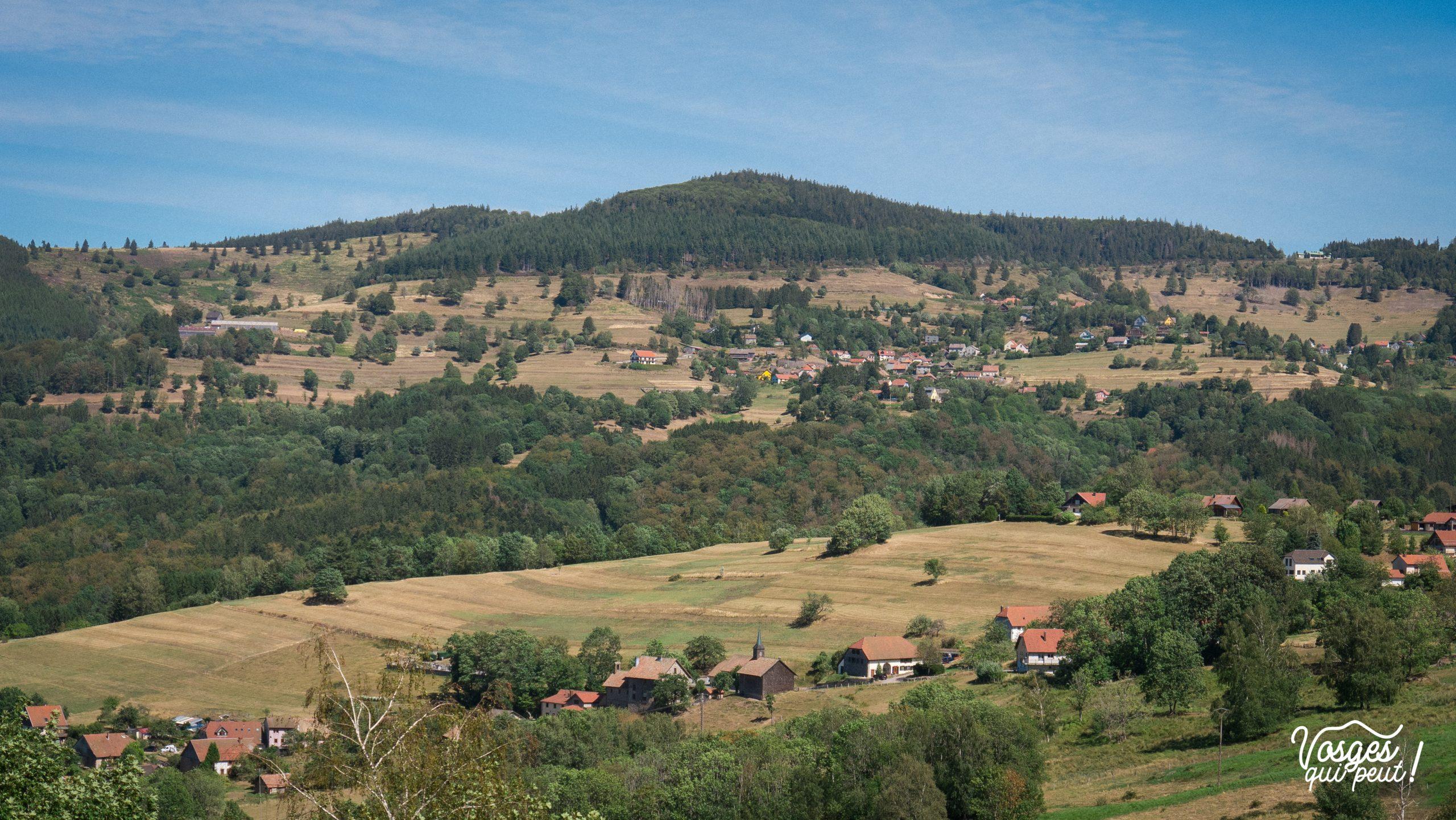 Vue sur les villages de Belmont et Bellefosse dans la vallée de la Bruche