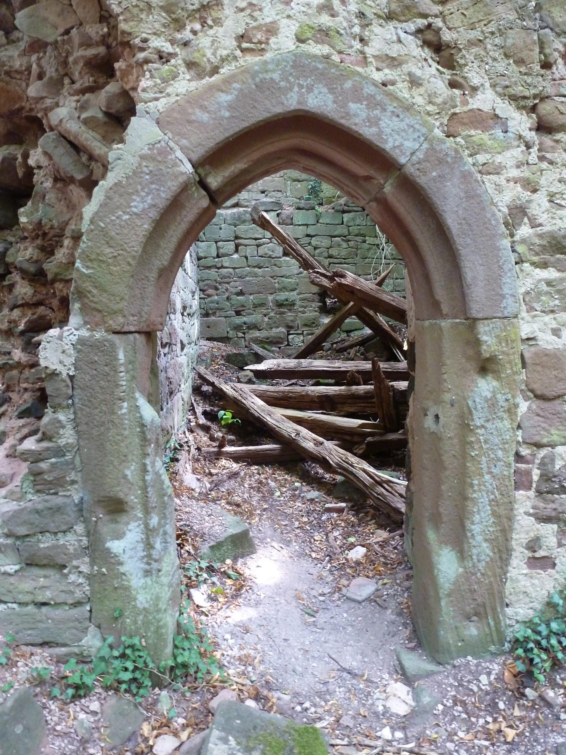 Le château du Herrenstein dans les Vosges du Nord
