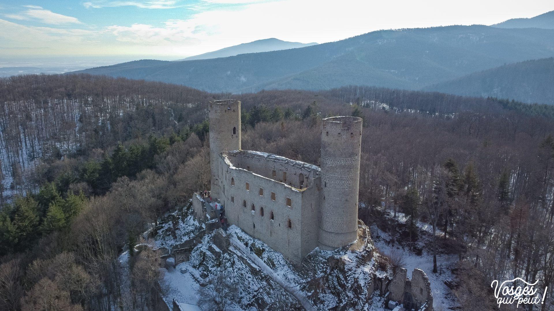 Vue aérienne du château d'Andlau dans les Vosges