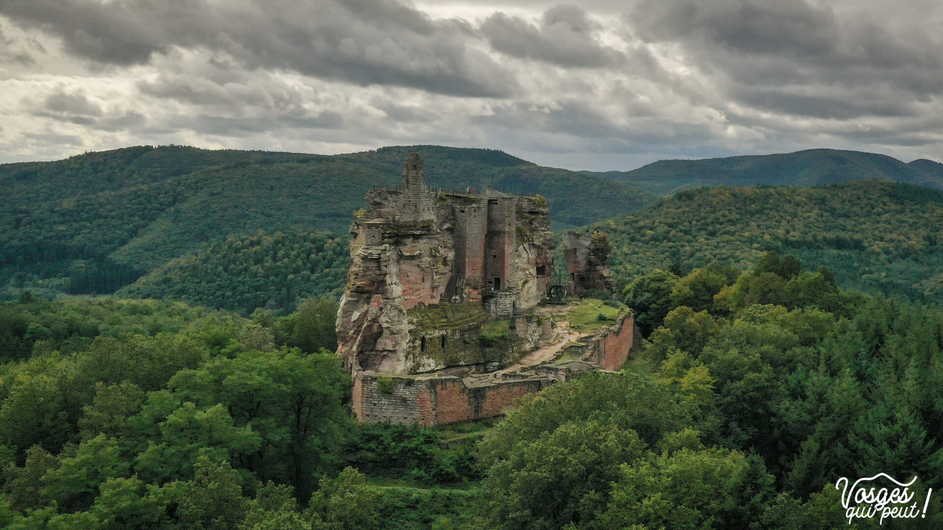 Vue aérienne du château du Fleckenstein