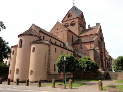 L'église abbatiale St-Pierre-et-St-Paul à Neuwiller-lès-Saverne pendant une randonnée dans les Vosges