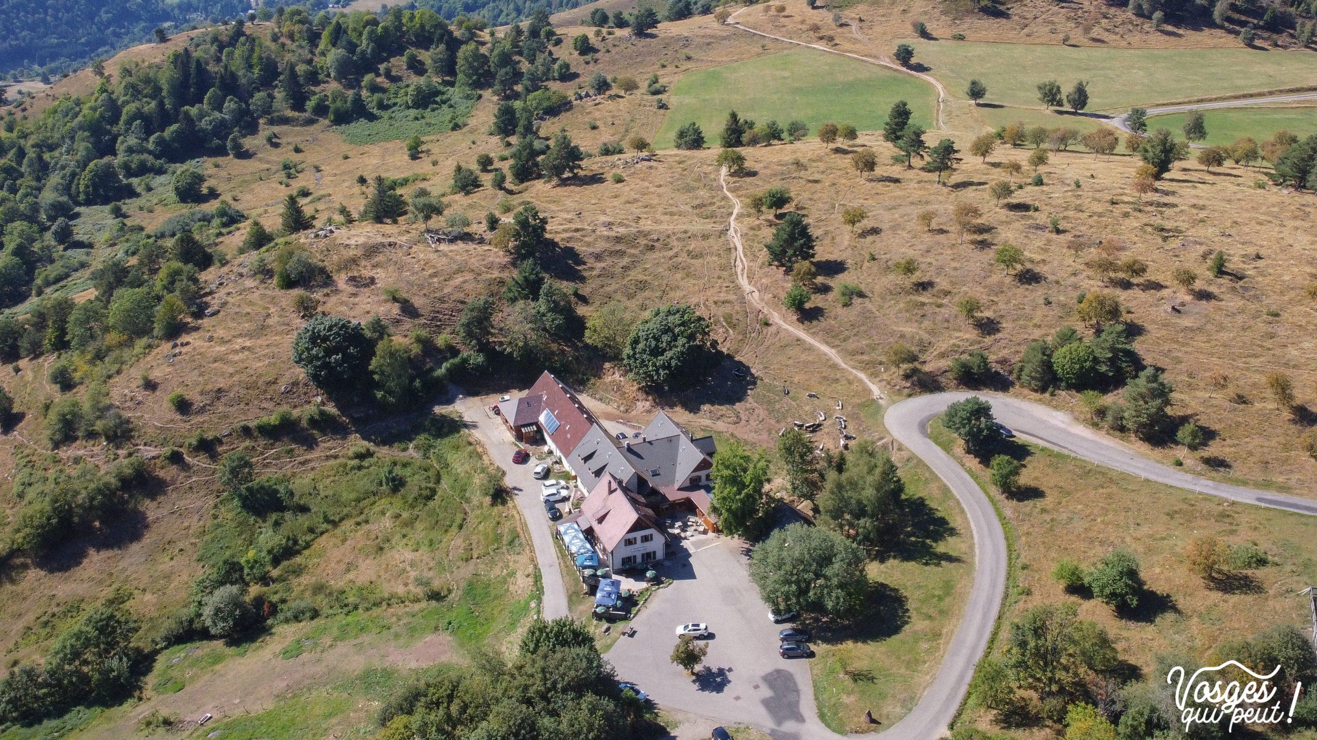 vue aérienne sur la ferme-auberge du Glasborn