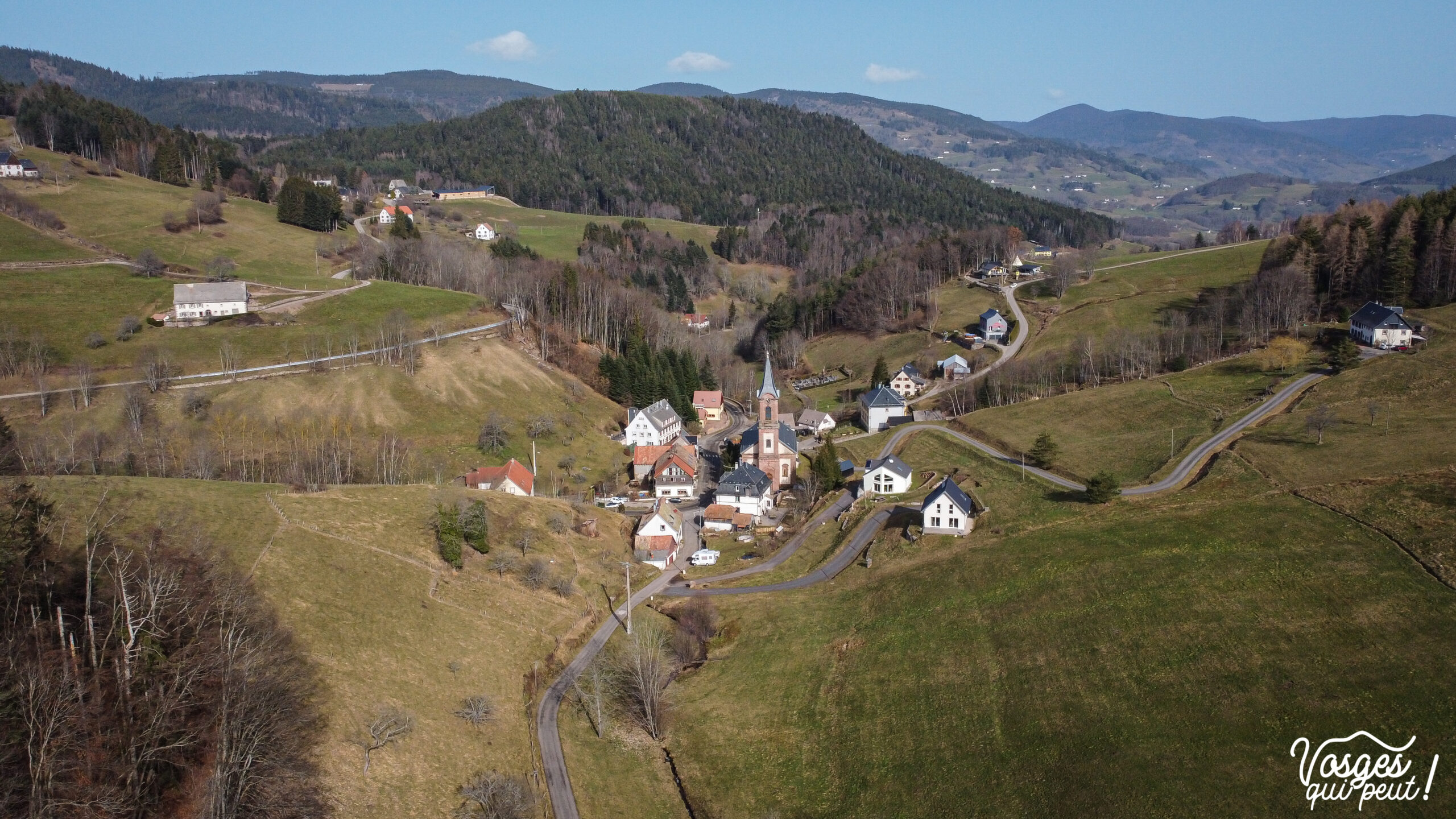 Vue aérienne des Basses Huttes pendant une randonnée dans les Vosges