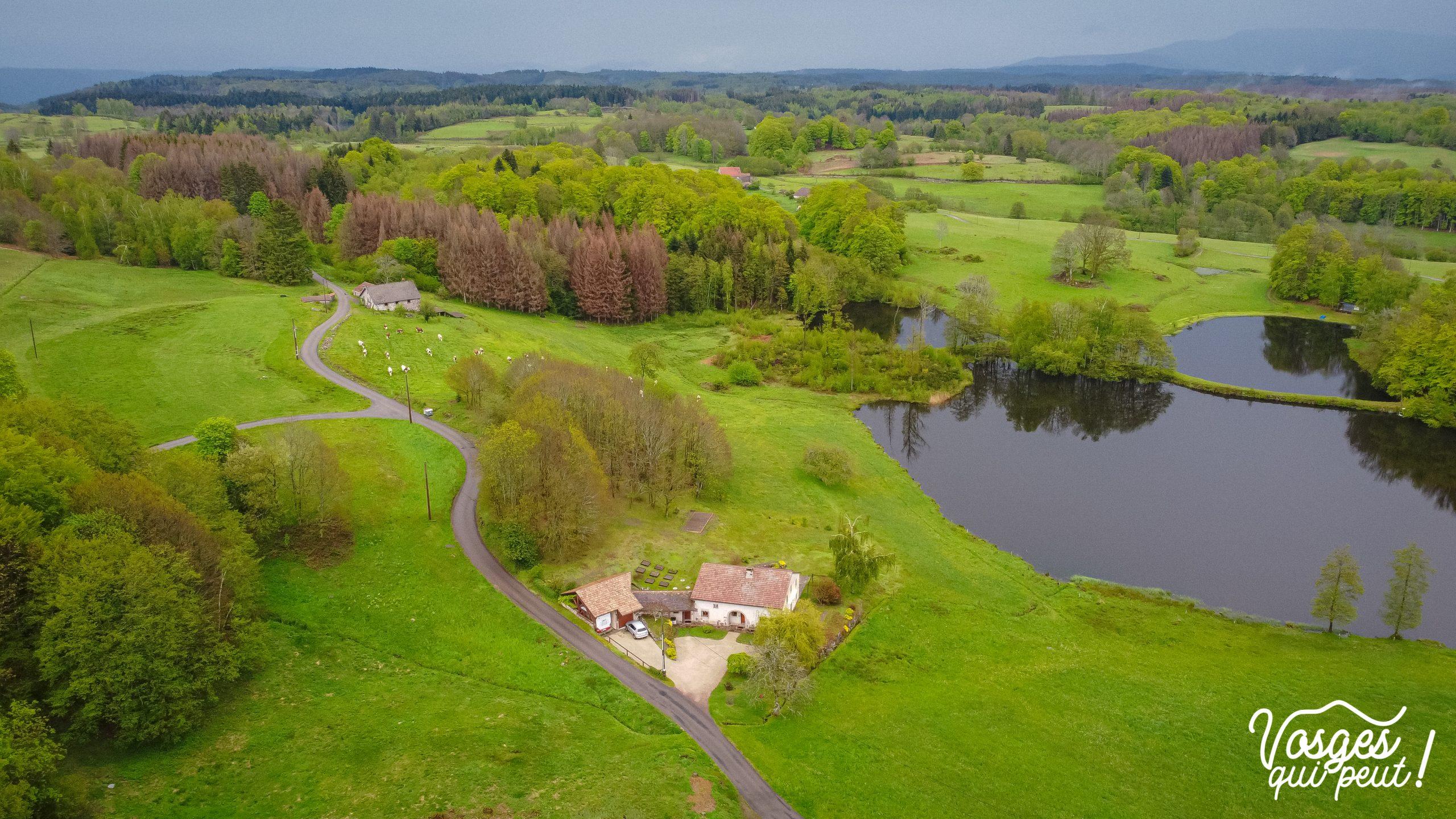 Vue aérienne d'une ferme aux Mille Étangs