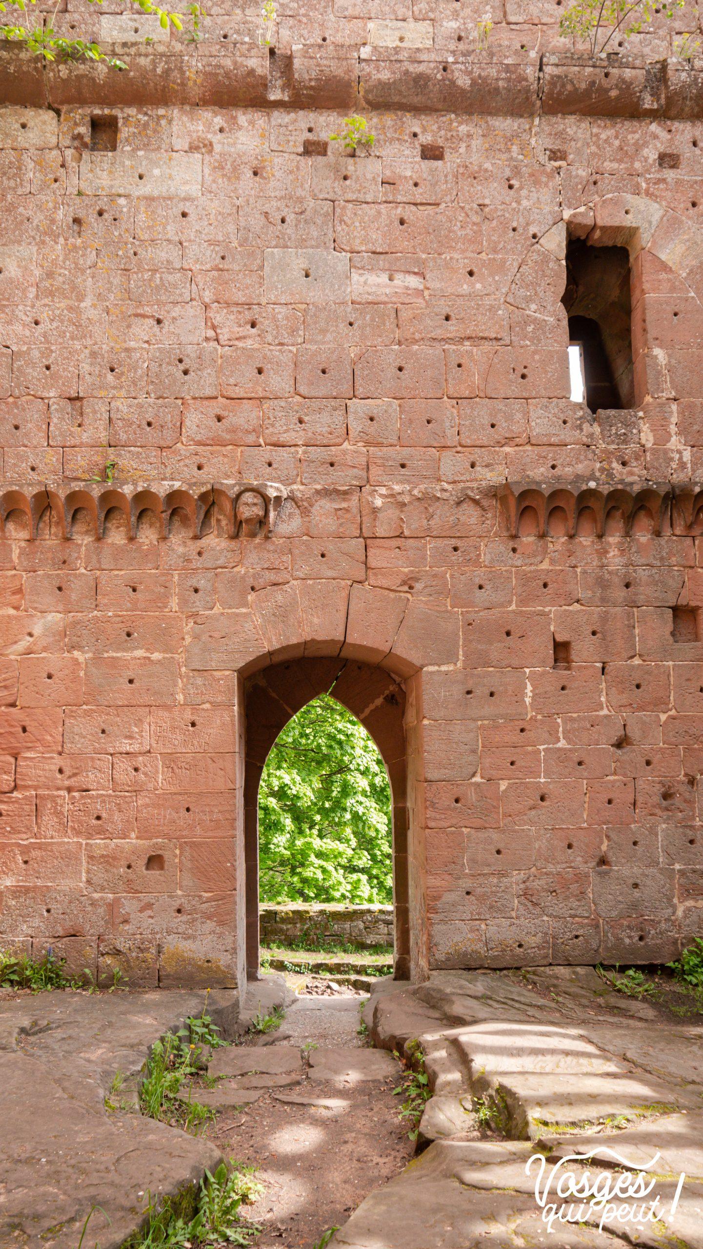 La porte de la salle des chevaliers au château du Wasenbourg