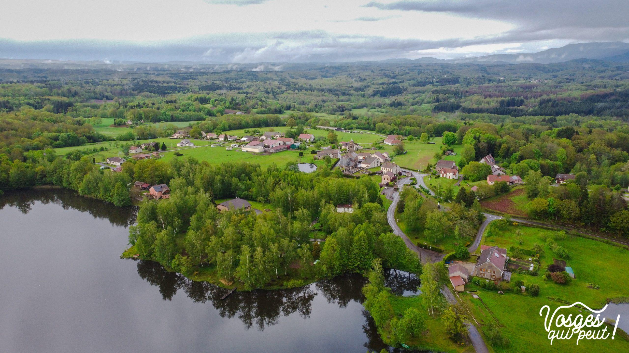 Vue aérienne d'Écromagny dans le Massif des Vosges