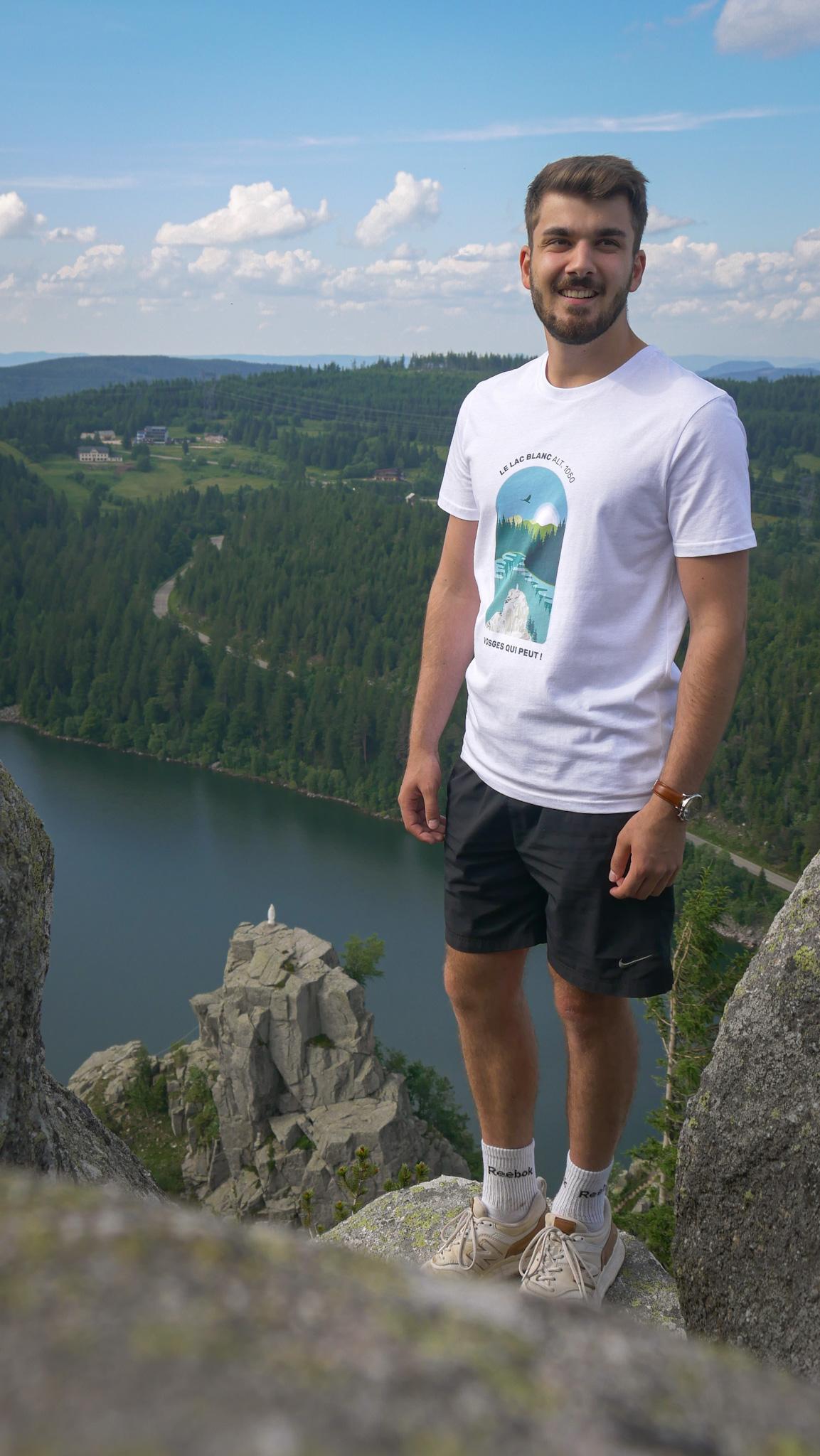 Le tshirt Vosges qui peut ! au dessus du lac Blanc dans les Vosges
