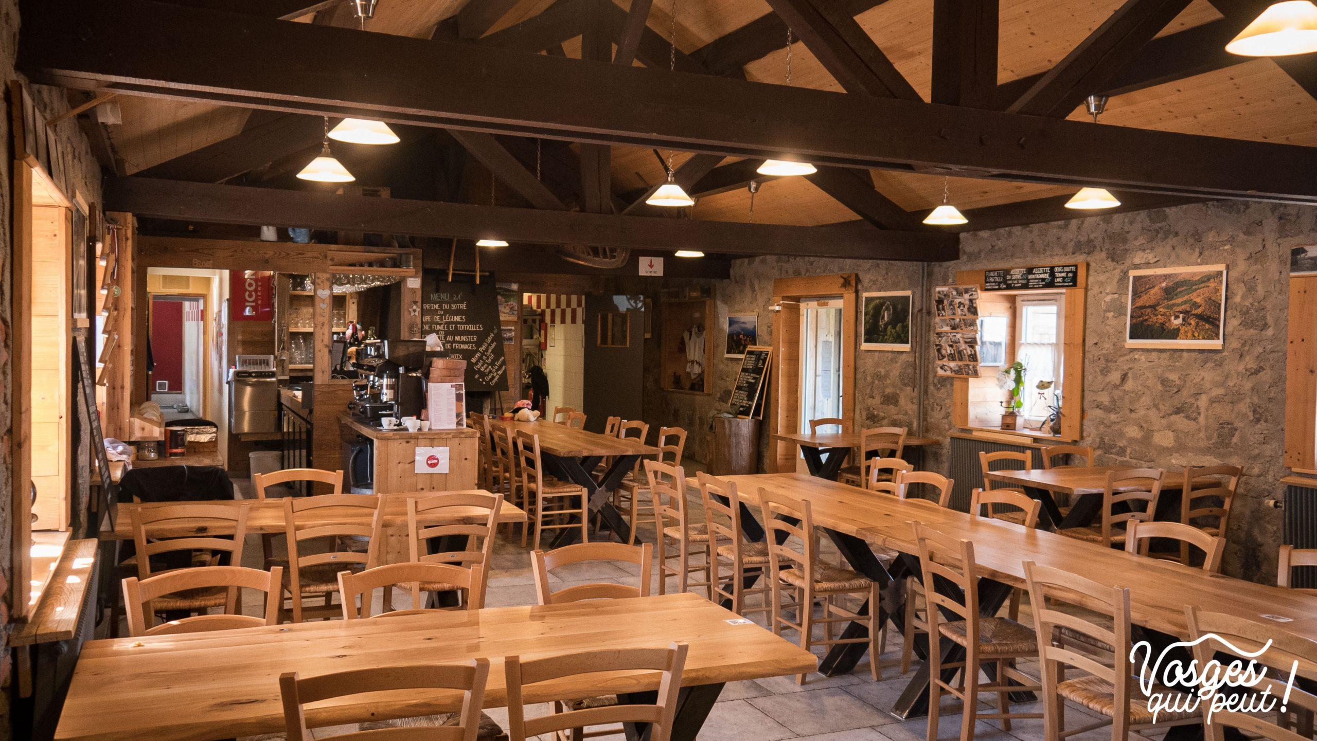 La salle de restaurant du refuge du Sotré