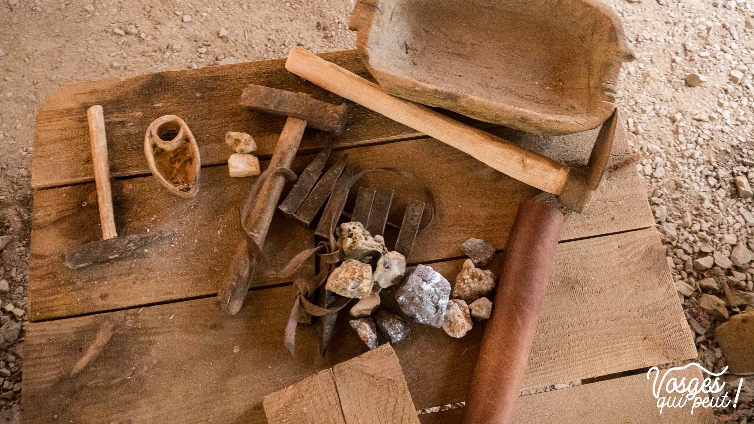Reconstitution d'outils de mineurs dans le Massif des Vosges