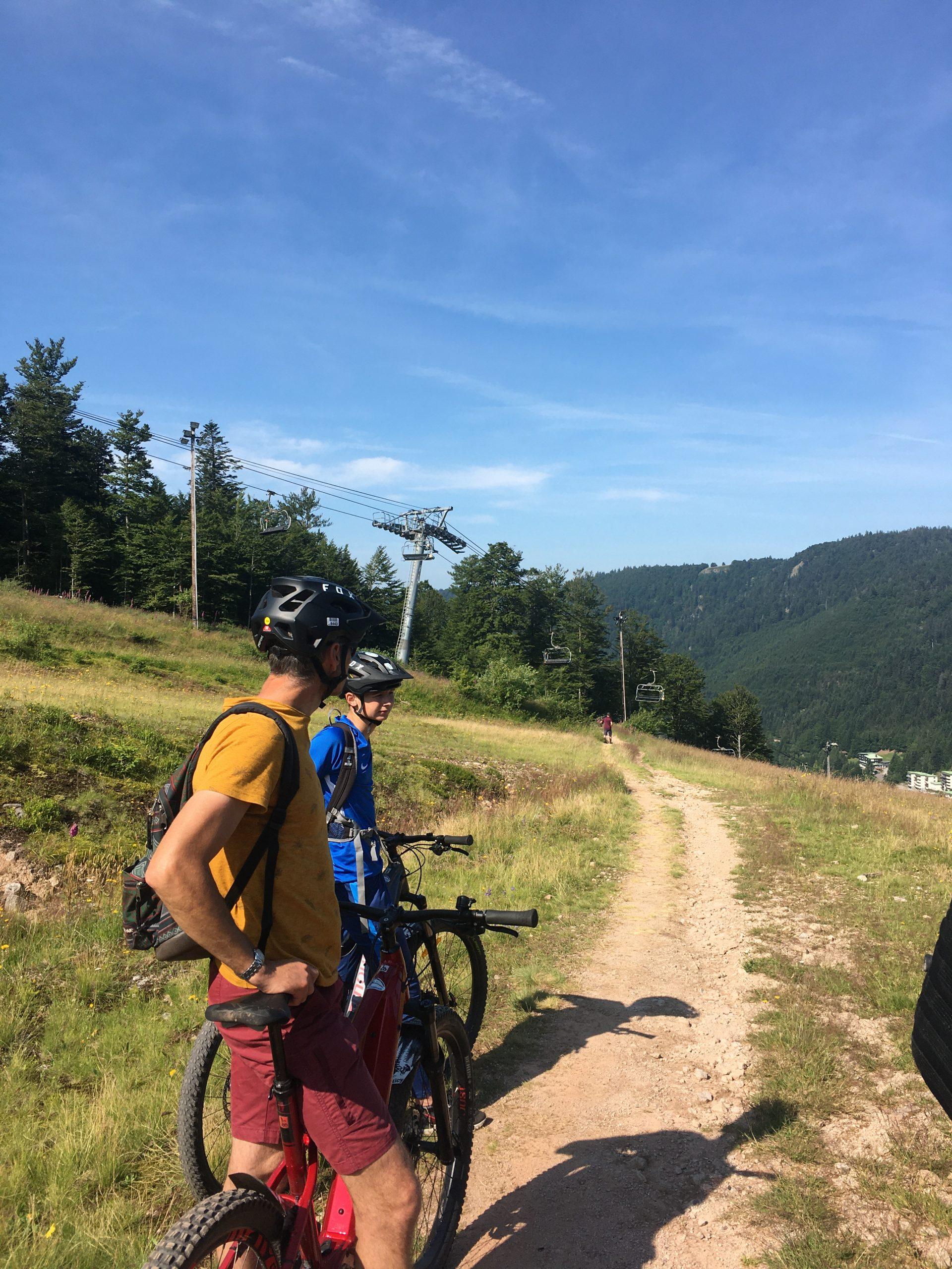 Deux cyclistes dans le Massif des Vosges