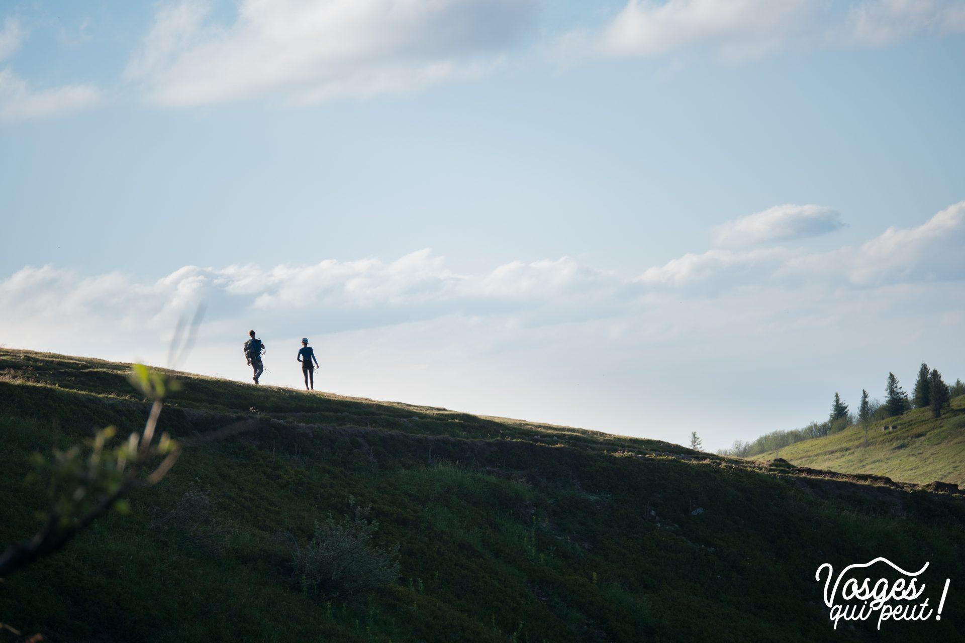 Randonneurs sur les chaumes du Massif des Vosges