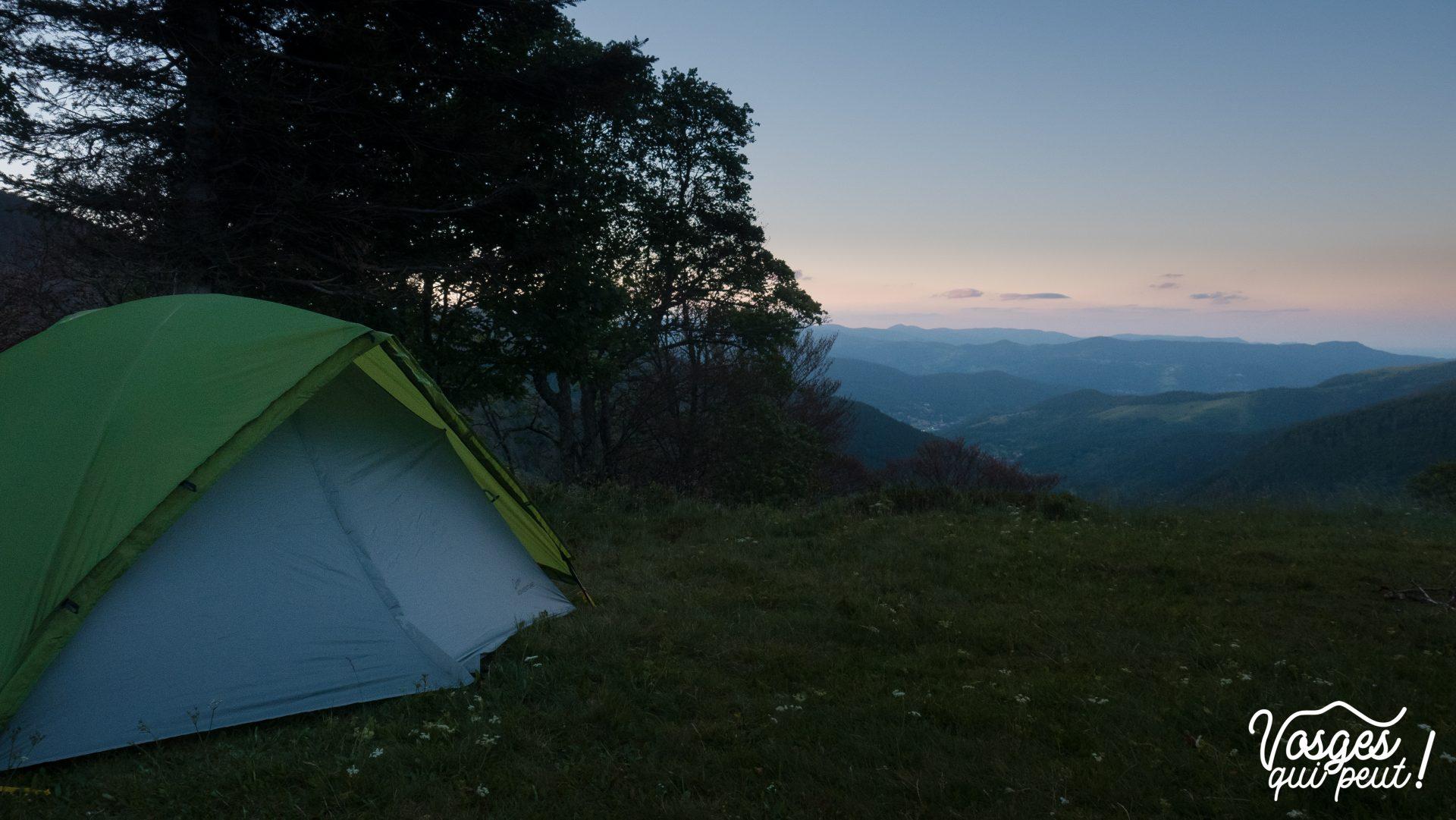 Une tente plantée au col d'Oberlauchen dans le massif des Vosges