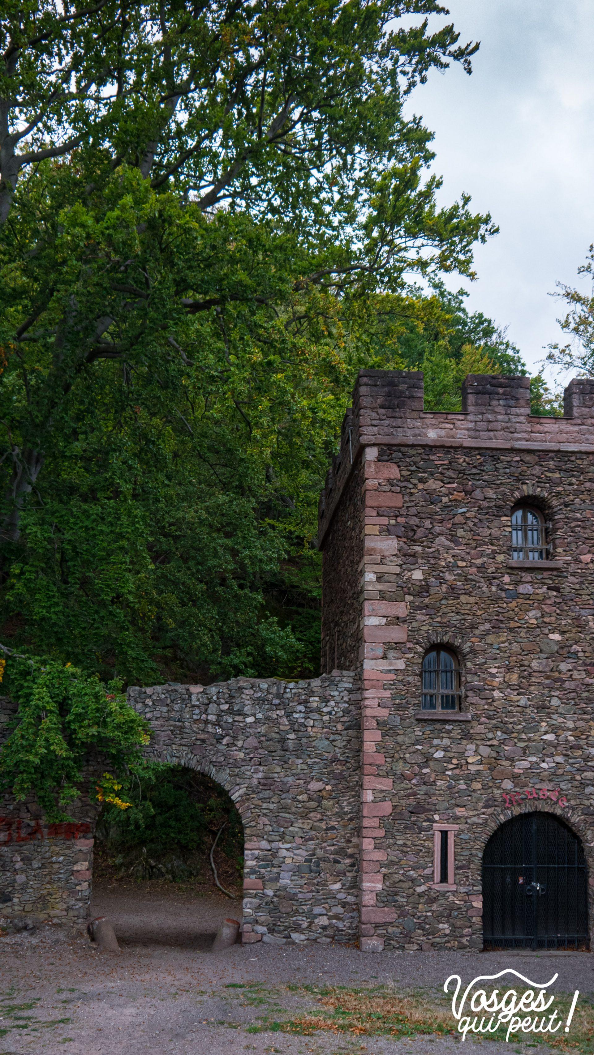 L'entrée du château de Schirmeck dans le Massif des Vosges
